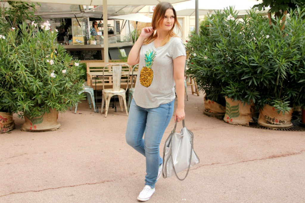Blogger Outfit Ananas Pineapple Shirt weisse Converse Schuhe Stella Mc Cartney Falabella Tasche Bag OOTD Fashionblogger Wien Fashionblog Osterreich