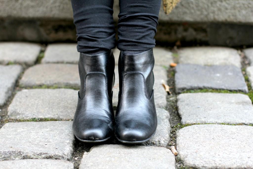 Blogger Outfit Black Glam Deichmann schwarze Stiefeletten