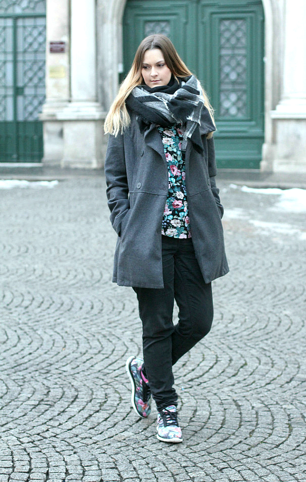 Blogger Outfit of the Day Sneakers Skechers black