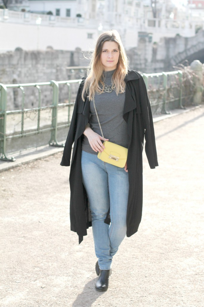 Blogger Outfit Furla Metropolis Trenchcoat Fashionblog Osterreich