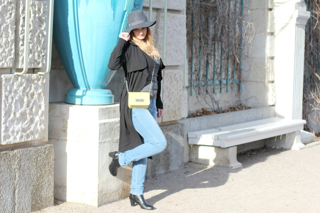 Blogger Outfit Furla Metropolis Trenchcoat Fashionblog Wien