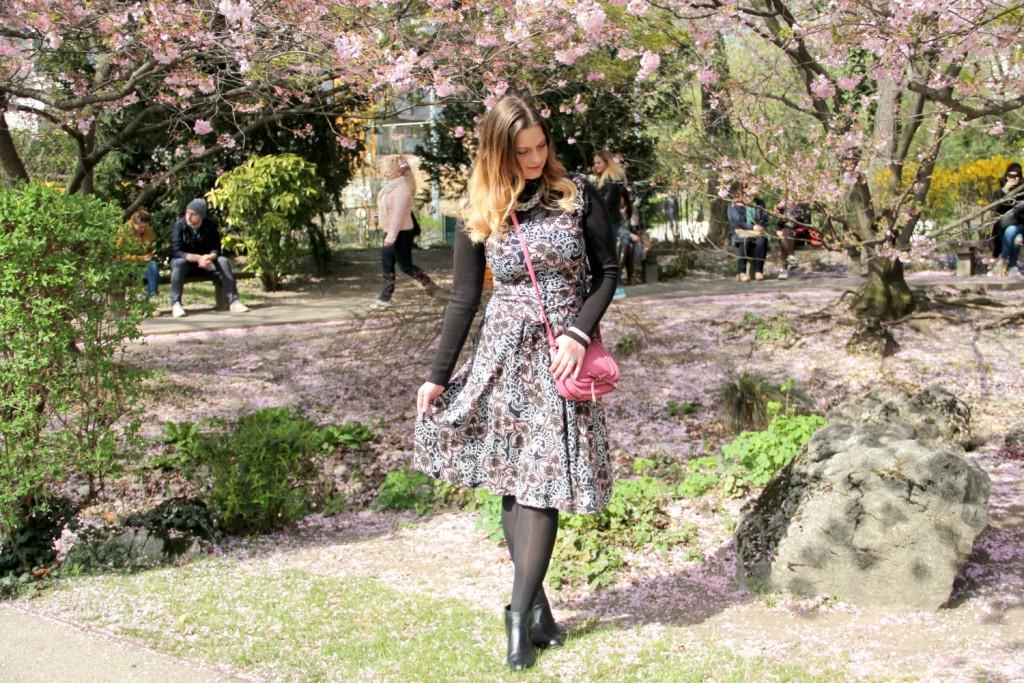 Blogger Outfit 90er Kirschbluten Setagaya Park Wien Kleid