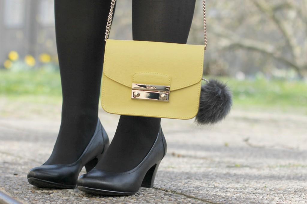 Blogger Outfit Furla Metropolis Pompom Anhanger