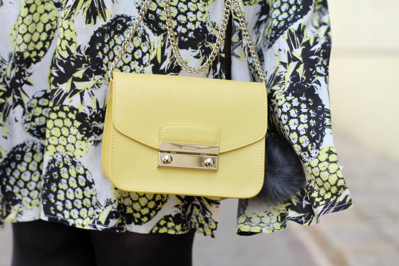 25876fcd41fd Outfit  Ananas Midi Rock meets Furla Tasche - Kirschblütenblog