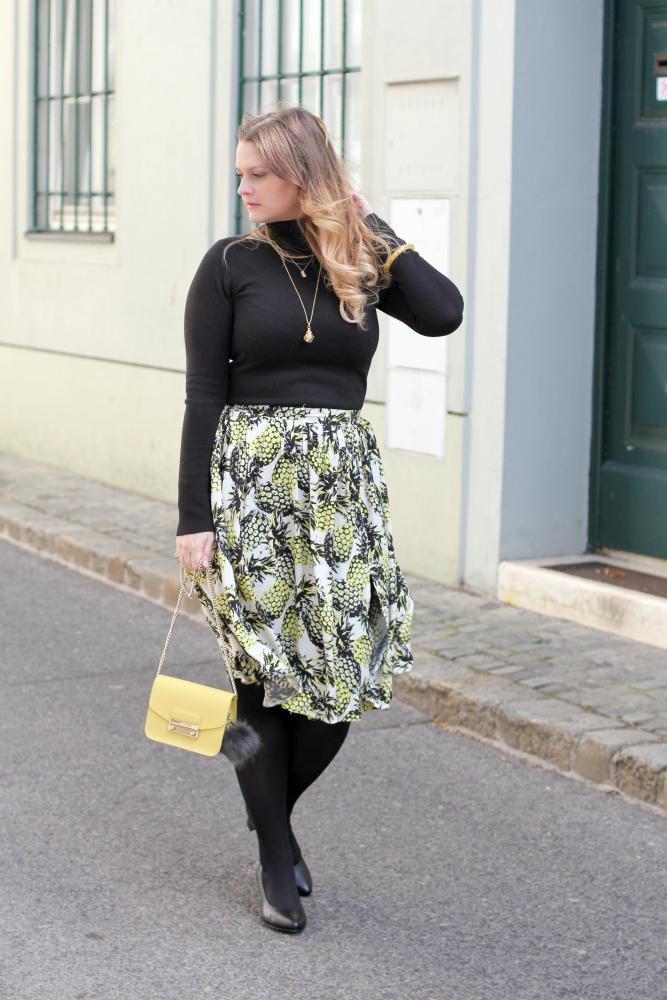 Blogger Outfit Midi Rock Furla Metropolis