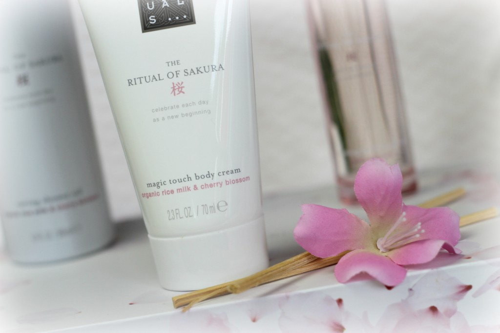 http://www.kirschbluetenblog.at/wp-content/uploads/2016/09/Rituals-Ritual-of-Sakura-Cherry-Blossom-Rice-Milk-Body-Cream.jpg