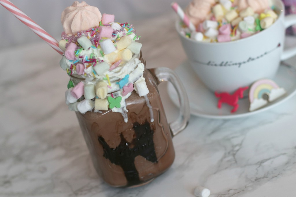 {Rezept} Unicorn Hot Chocolate Freakshake