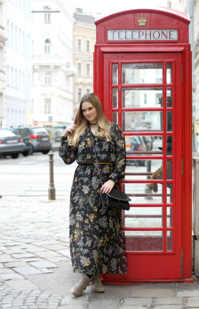blogger outfit bonprix maxikleid senfgelb weste chloe susanna booties deichmann beige fashionblog osterreich wien
