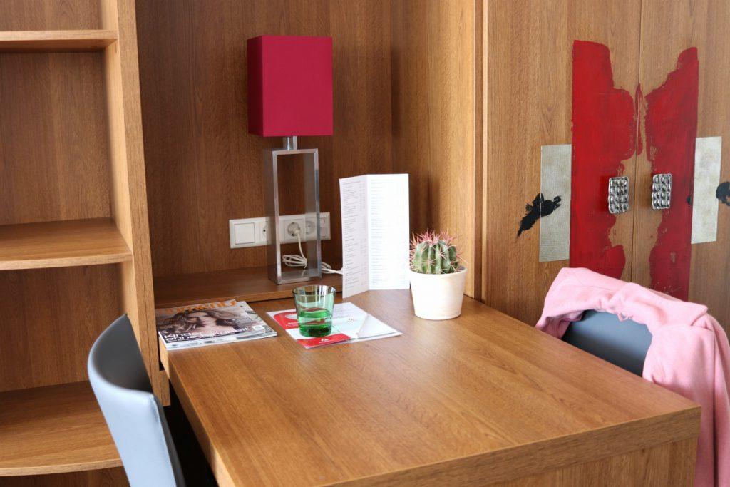 Amedia Luxury Suites Graz Schreibtisch