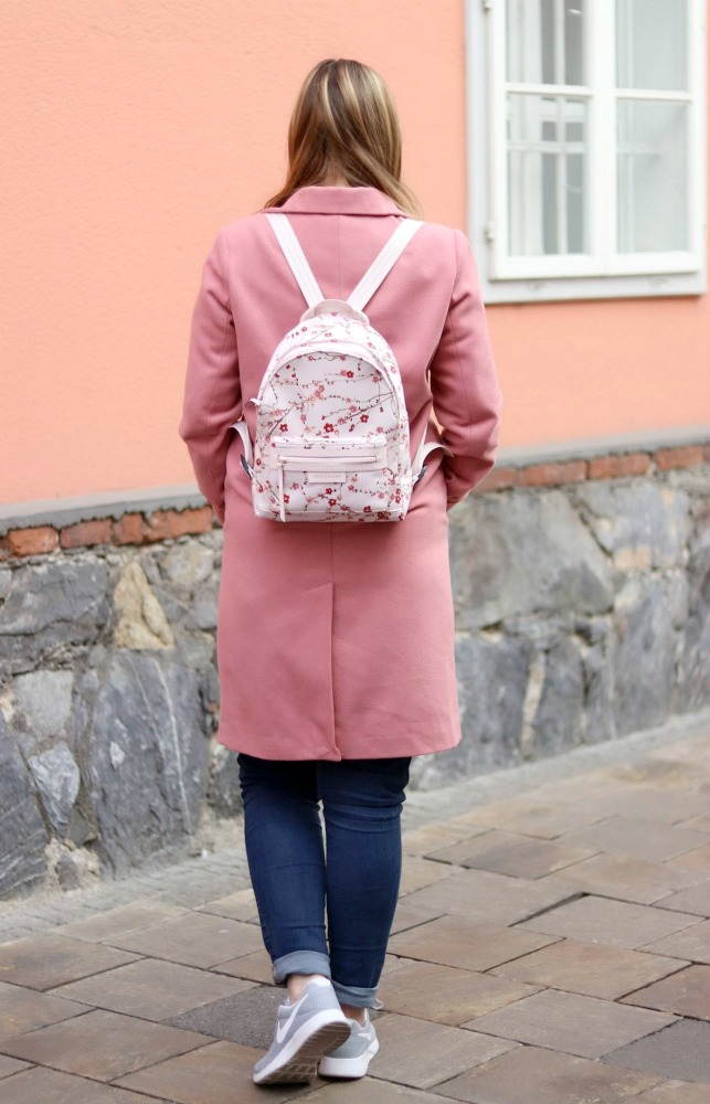 Blogger Outfit Pink Coat Grey Nike Sneakers