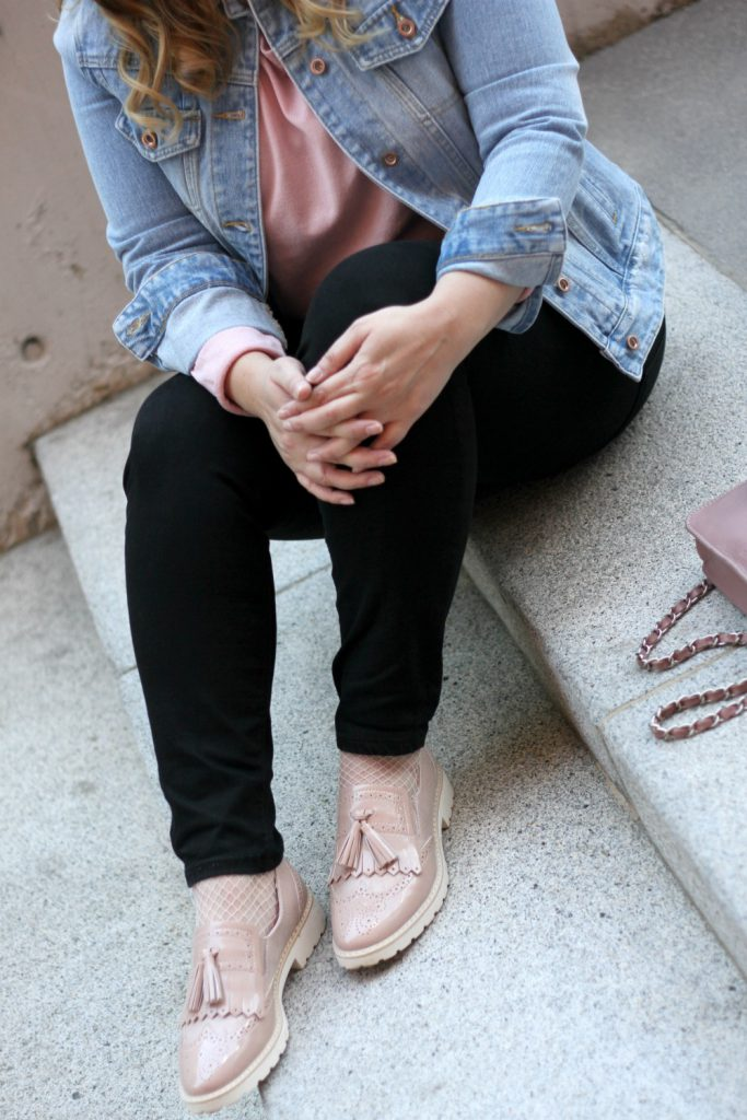 Ellie Gouding Deichmann Schuhe rosa Fransen Loafer Blogger Outfit Jeansjacke