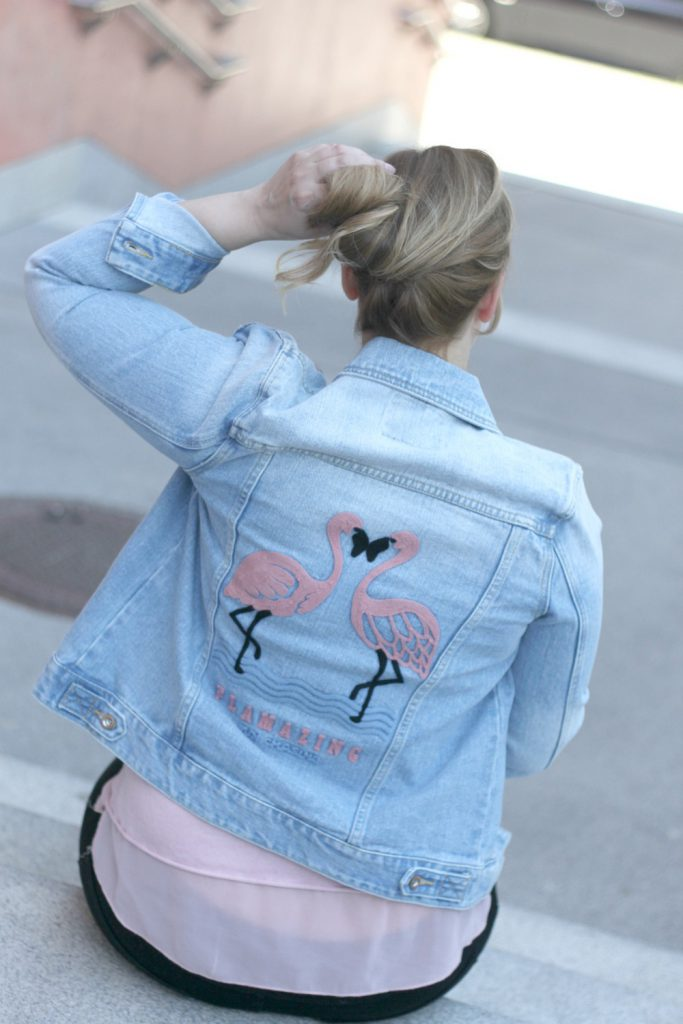 Flamingo Jeansjacke Denim Blogger Outfit Fashionblog Wien