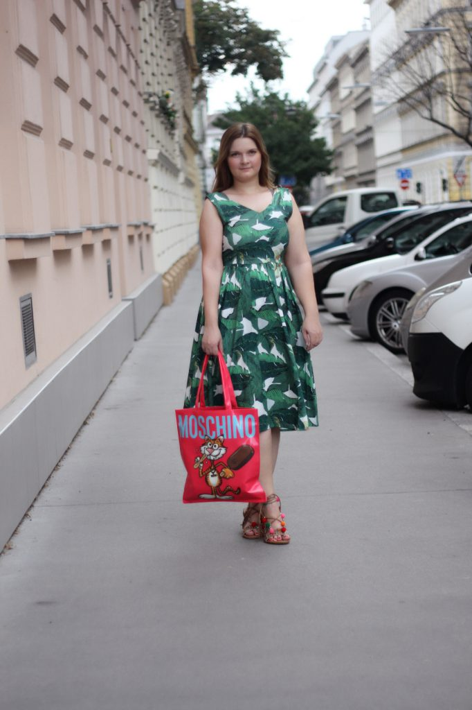 Palmdress Summer Outfit Fashionblog Blogger MoschinoxMagnum PomPom Sandals