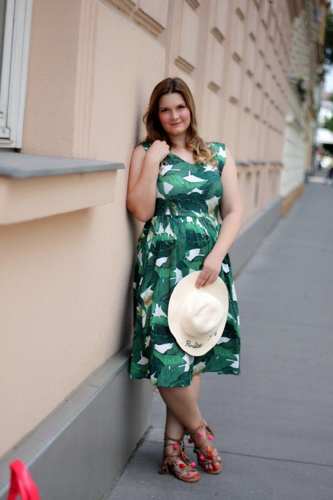 Palmdress Summer Outfit Fashionblog Blogger MoschinoxMagnum PomPom Sandals Deichmann