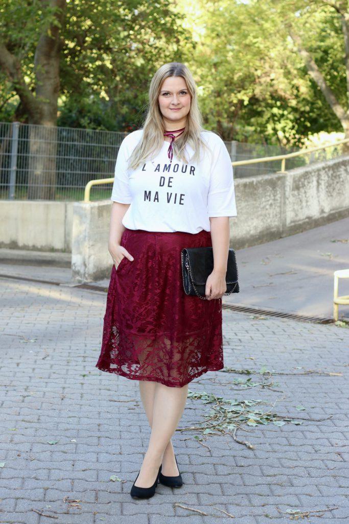 Blog Outfit Modeblog Osterreich Bonprix Rot Lederjacke Statement Shirt Spitzenrock