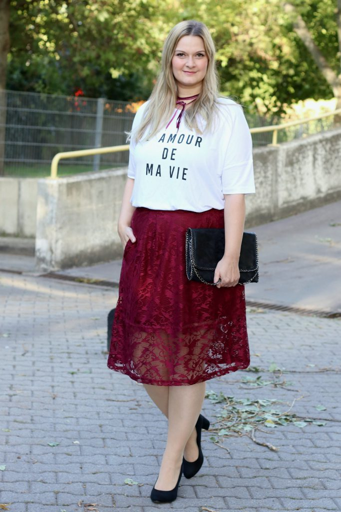 Blogger Outfit Red Kollektion Bonprix Statement Shirt Spitzenrock Fashionblog Wien
