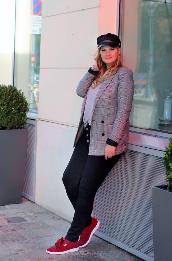 blogger outfit karo blazer checked blazer schiffermutze puma vikky riboon rot