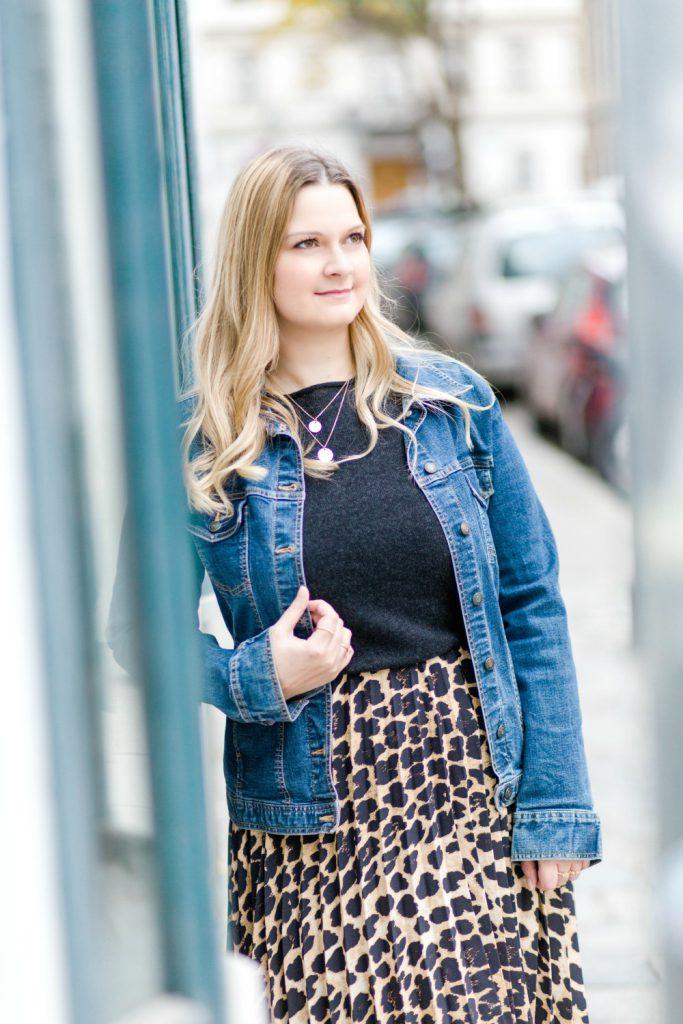 Blogger Outfit YSL Bag Leoprint Zara Midirock Deichmann Stiefeletten