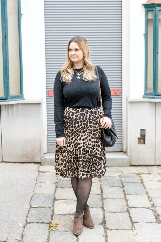 Blogger Outfit YSL Bag Leoprint Zara Midirock Deichmann Boots
