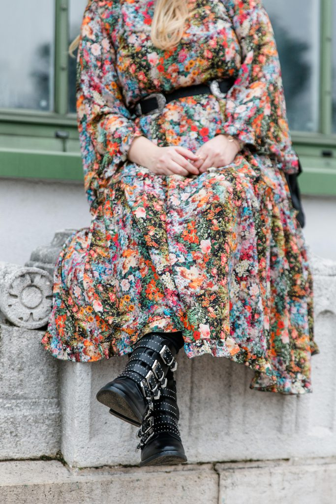 Blogger Outfit Givenchy Boots lookalike Deichmann Modeblog Osterreich Maxi Flowerdress