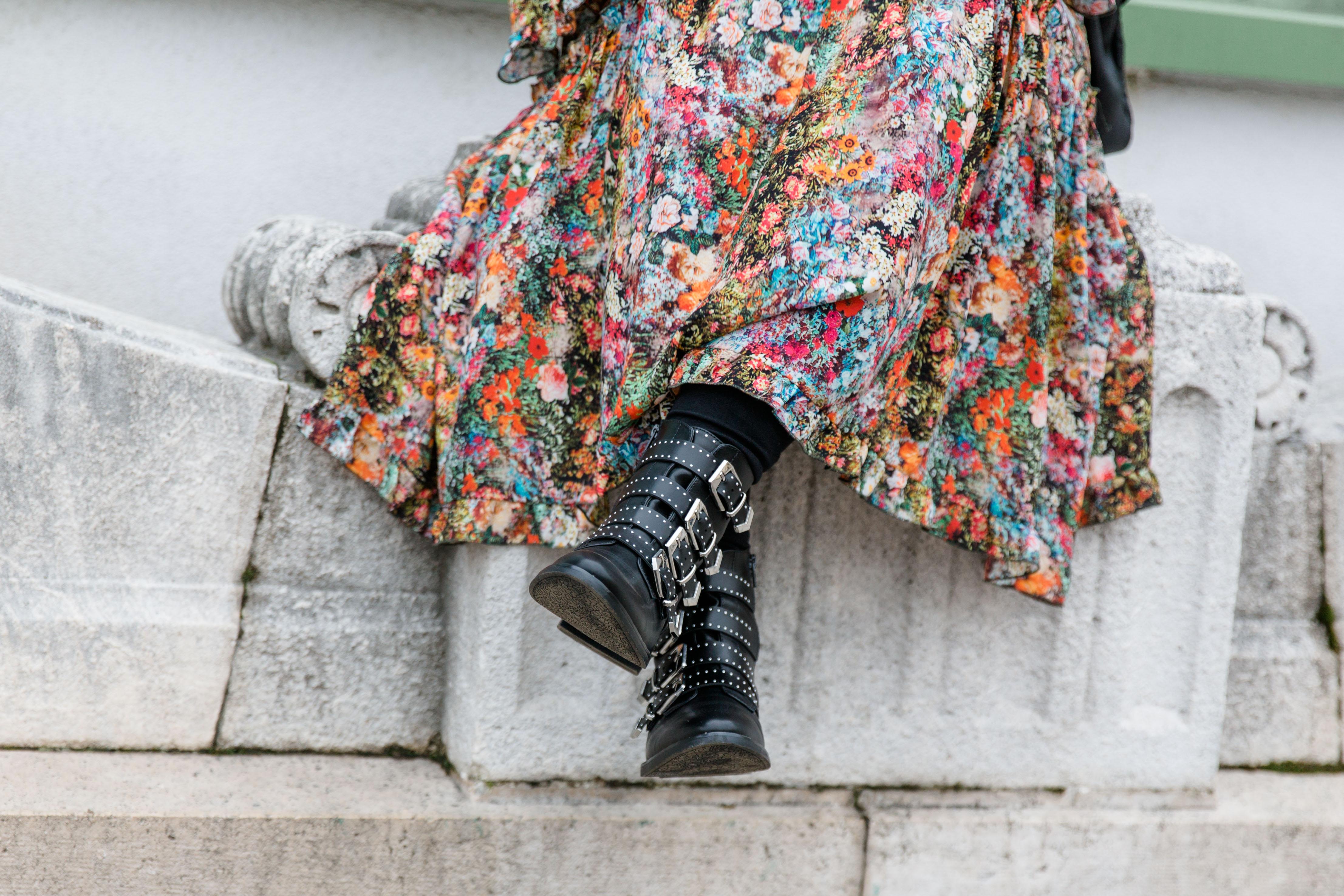 Outfit Flowerdress Maxikleid mit Blumenmuster, rockig gestylt