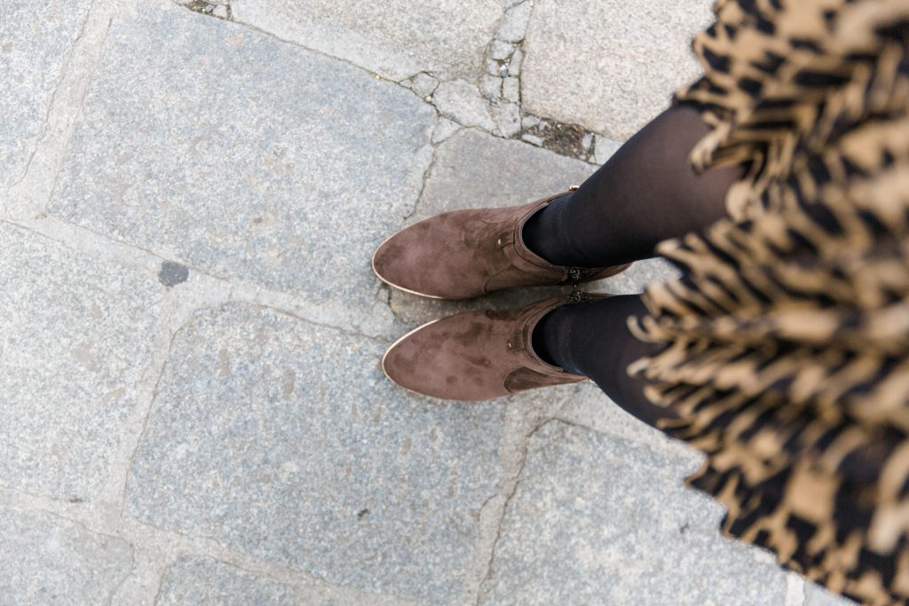 Outfit – Leoprint Midirock mit YSL Tasche