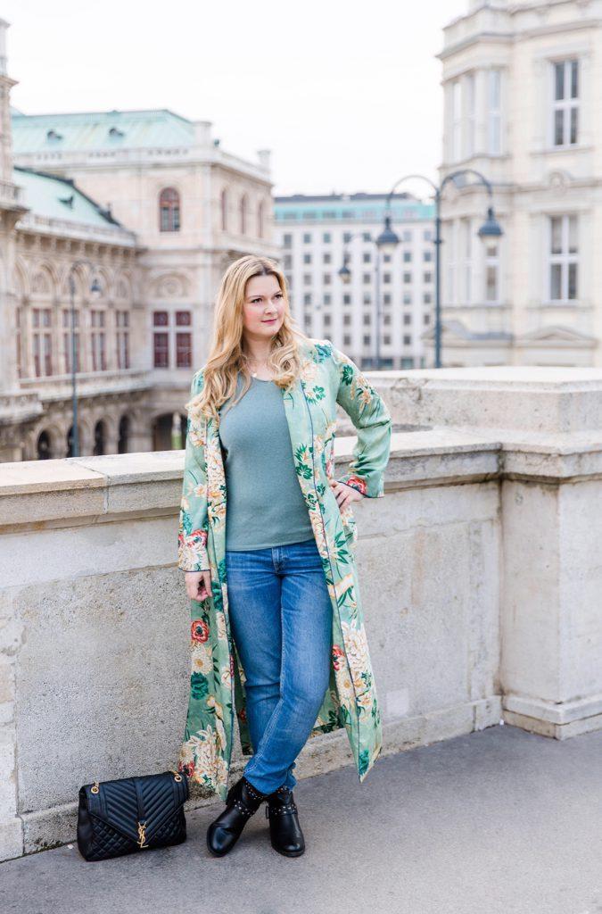 Outfit YSL bag green Zara Kimono Seiden Cardigan Boots Modeblog Wien Albertina