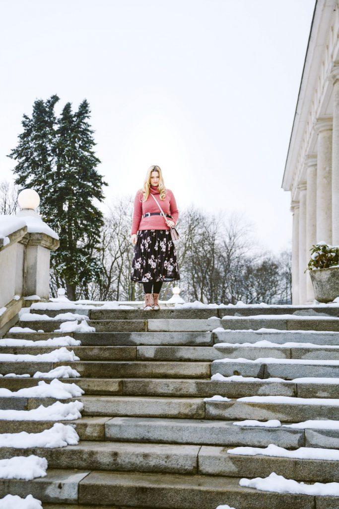 Blogger Outfit Fashionblog Osterreich Blumenkleid Zara Gurtel Rollkragenpulli