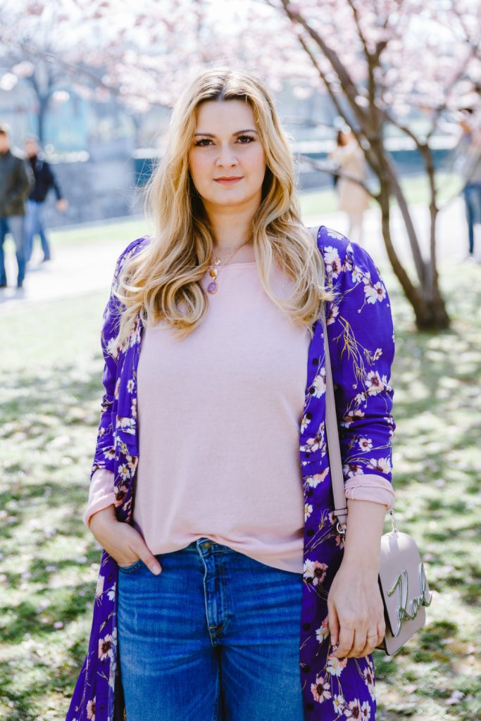 Blogger Outfit Spring Cardigan cherry blossoms
