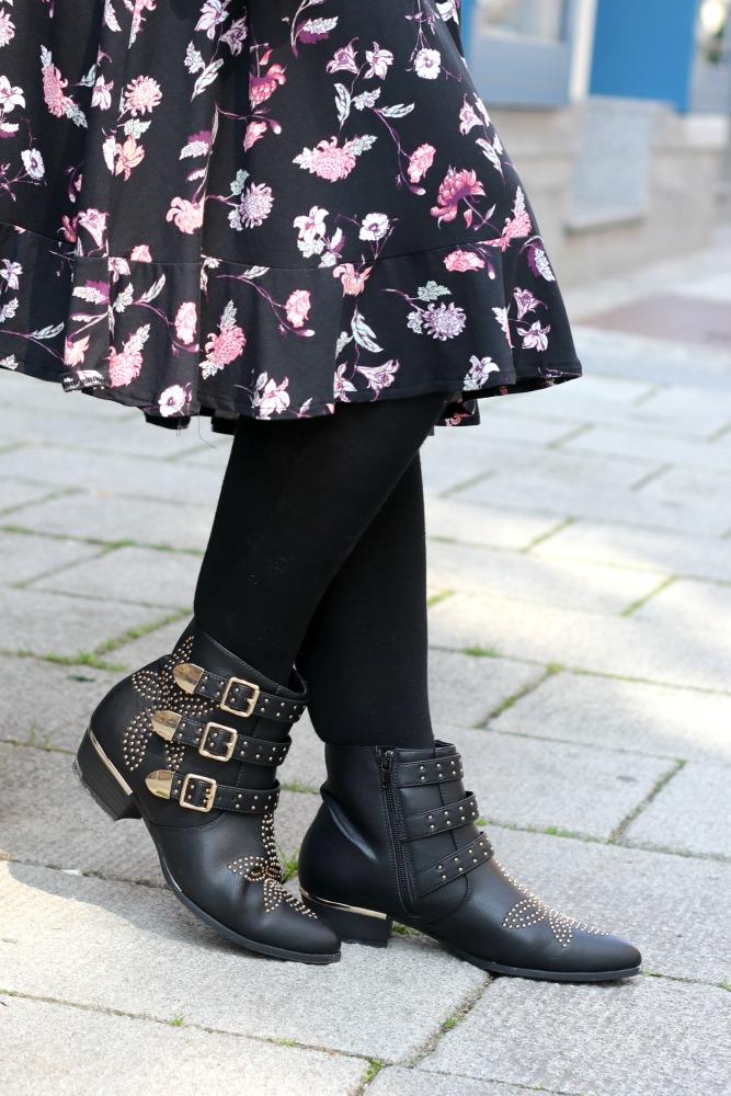 {Outfit} Blumenkleid mit Lederjacke & Boots