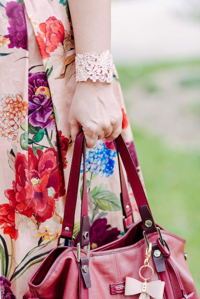 Blogger Outfit Hochzeitsgast Pastell Armreif cut out Blumen rosegold Modeblog Wien