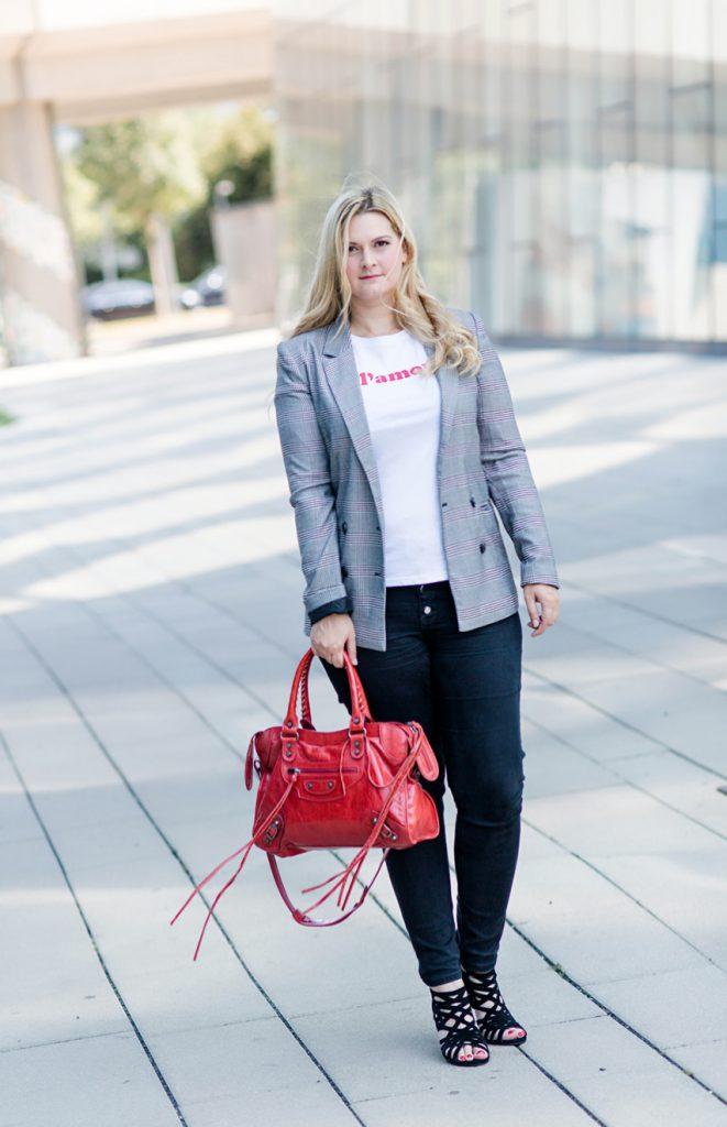 Blogger Outfit Checked karierter Karo Blazer GLamour Shirt Rot Modeblog Osterreich Fashionblog Wien