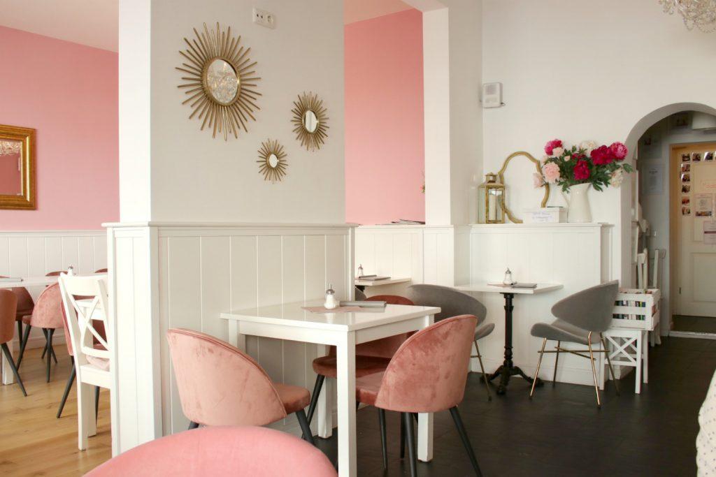 Cafe Lotti Munchen weiss gold rosa Westwing Kaffeehaus Maxvorstadt