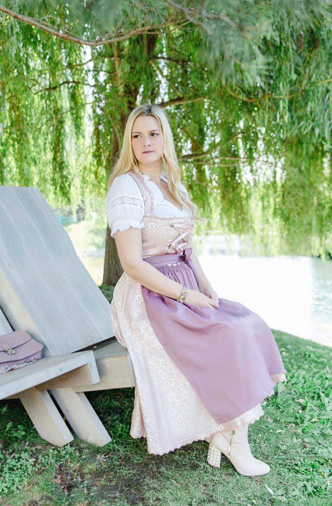 Outfit Oktoberfest Dirndl rosa flieder Bonprix Fashionblog Wiener Wiesn