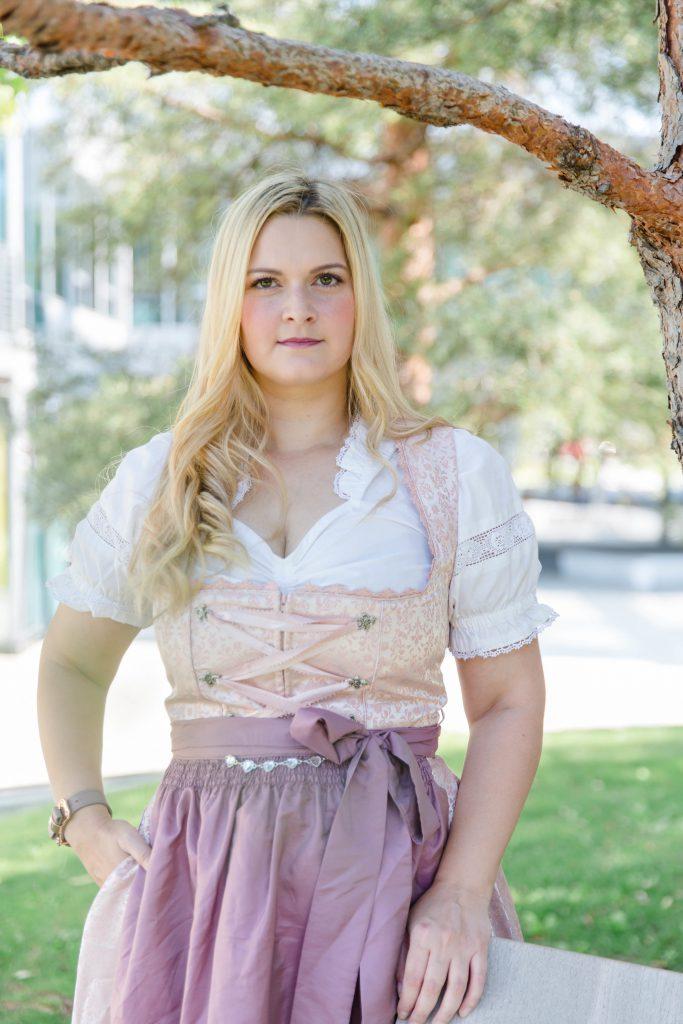 Outfit Oktoberfest Dirndl rosa lila Fashionblog