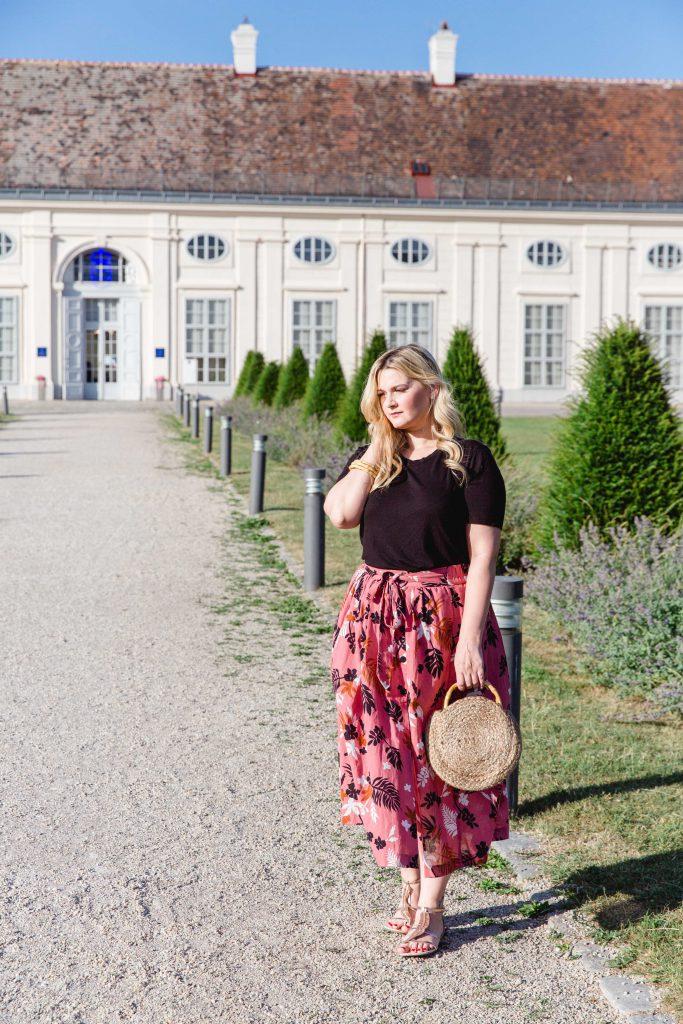 Zara Midirock Blogger Outfit Mango Strohtasche Modeblog Osterreich Fashionblog Wien