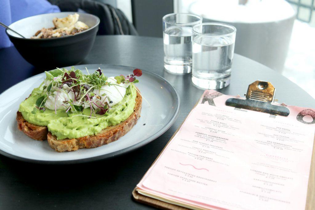 Klyo Wien Vienna Foodguide Avocadobrot pochiertes Ei