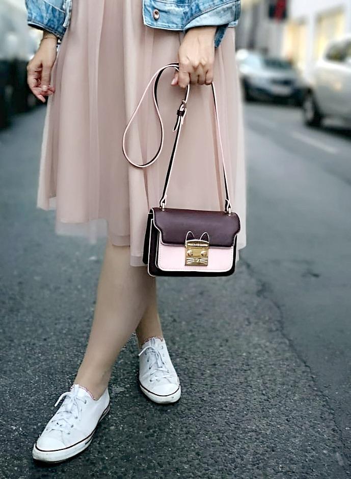 Paul Joe Sister Cat Tasche rosa dunkel rot Tullrock weiss Converse Blogger Outfit Kirschblueten Fashionblog Osterreich Wien