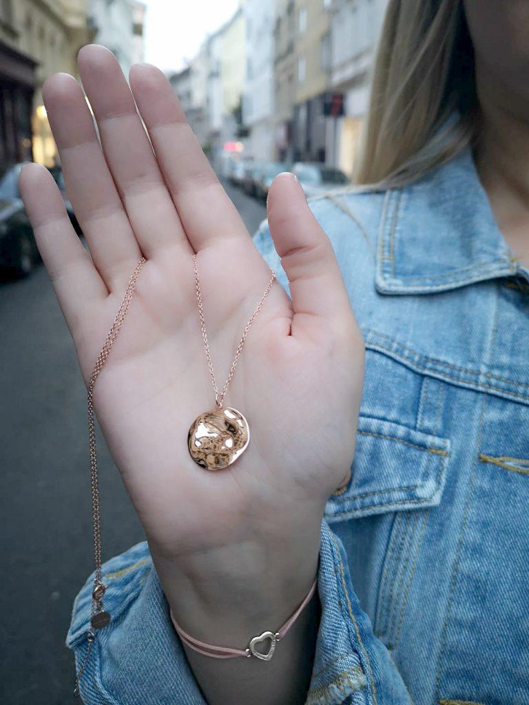 Rosefield Schmuck rosegold Kette Blogger Outfit Kirschblueten Fashionblog Osterreich Wien
